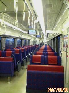 誰も乗ってない電車…